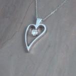 deei-wg-dia-heart-pendant