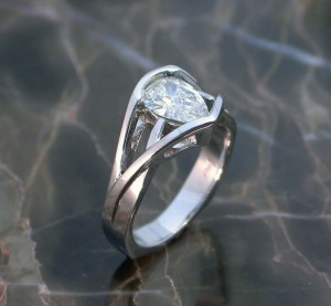 kayes-pear-dia-ring-platinum-post2