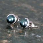 mollys-blk-pearl-earrings