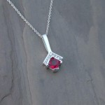 pen0249-wg-spinel-dia-pendant