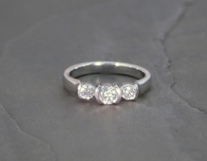 LRD0104 wg 3 dia ring 1975