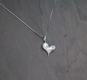 PEN0237 wg 3 dia heart 610